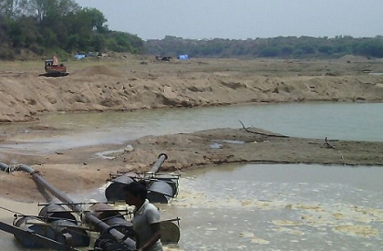 submarine  illegal  sand mining  dredge  excavate  hollow  Madhya Pradesh  Sindh  River  riverbed  crackdown