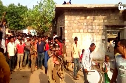 paraded  liquor  prohibition  tonsured  tribal  youth  shoe  garland  panchayat  Shivpuri  MP