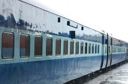 Train  Railways  Pantry car  Twitter  Scuffle  Passenger beaten  Tea  Gwalior  Madhya Pradesh