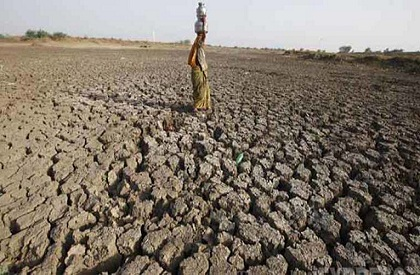 water  scarcity  Bundelkhand  angry  agitating  residents  shoe  hurled  CMO  chief municipal officer  tehsildar  woman