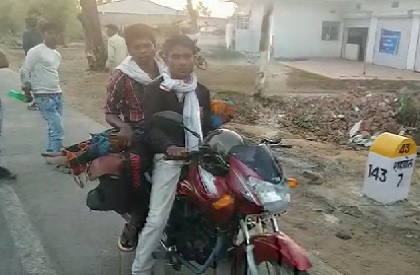 Insensitivity on display again: Father forced to carry daughter's body on bike in Shahdol